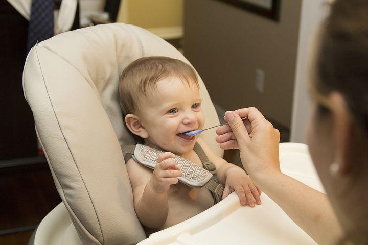 離乳食初期(5〜6か月頃)の不安解消!保育士ママが進め方&コツを伝授!